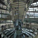 De glazen koepel van de Reichstag beklimmen