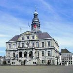 Zie het stadhuis