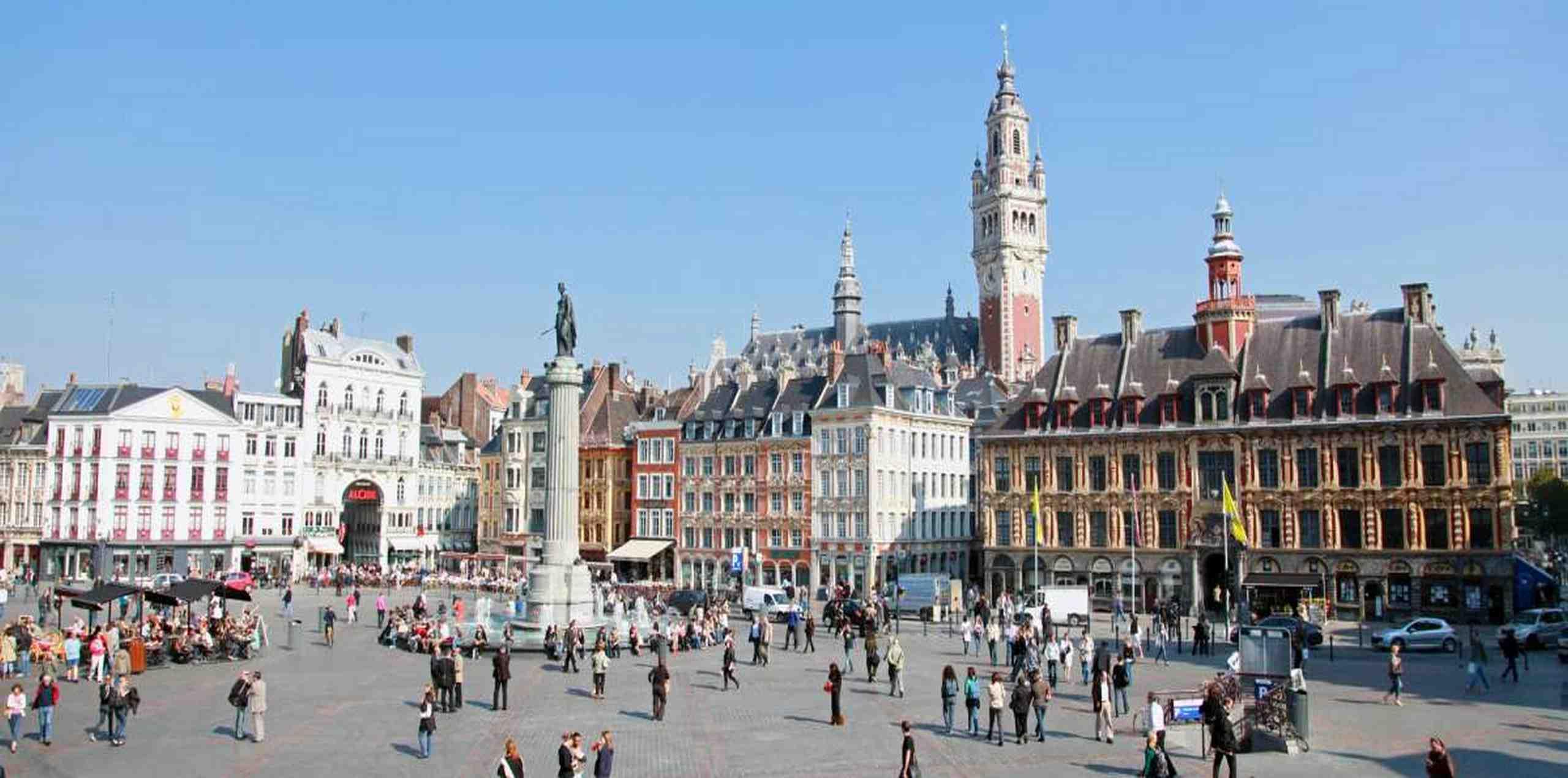Personeelsreis Lille.Genieten op Grand Place.